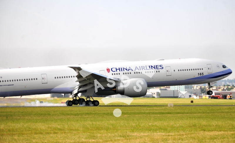 B 777-300 ER of China Airlines landing at Le Bourget