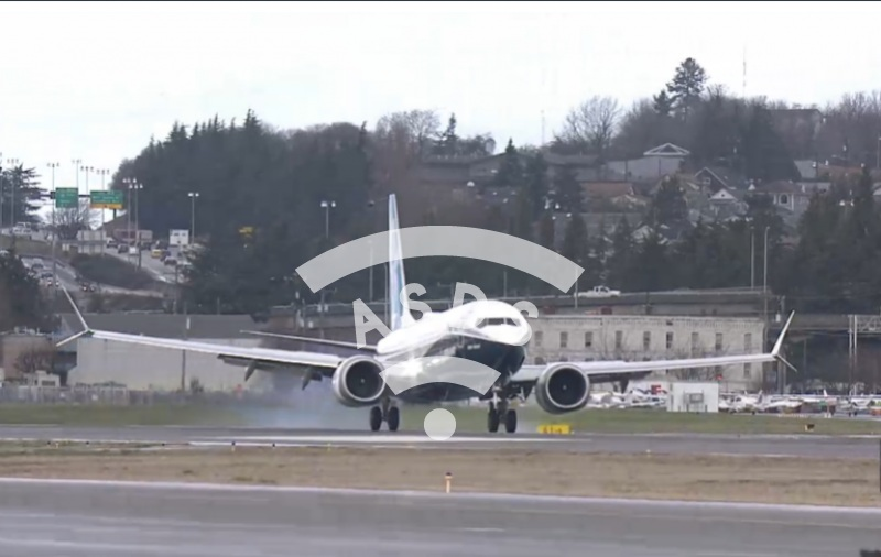 1st landing of a Boeing 737 MAX 8