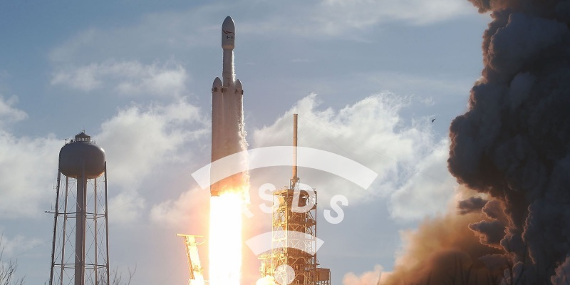 SpaceX launches 1st Falcon Heavy